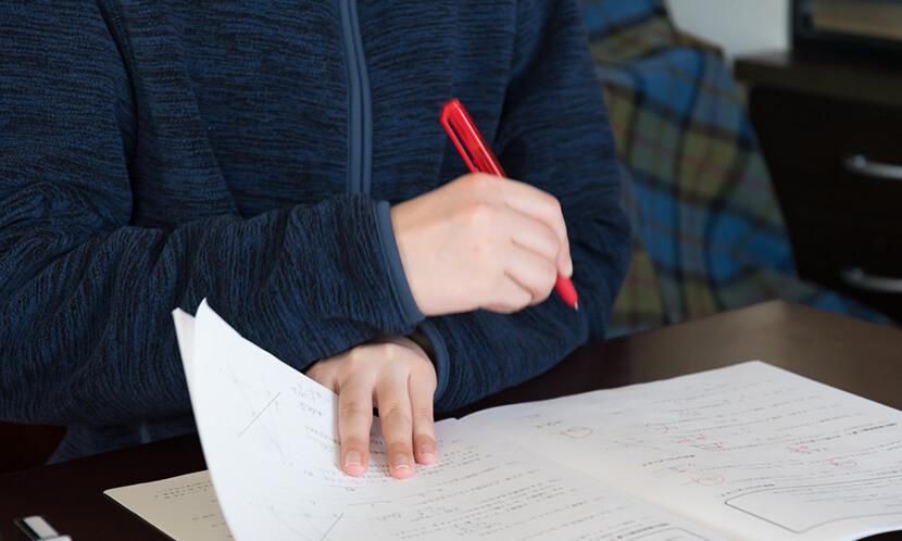 暗記に良い色は定番の色ペン「赤」