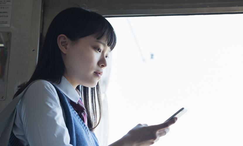 通学時間の勉強にスマートフォンは便利だが
