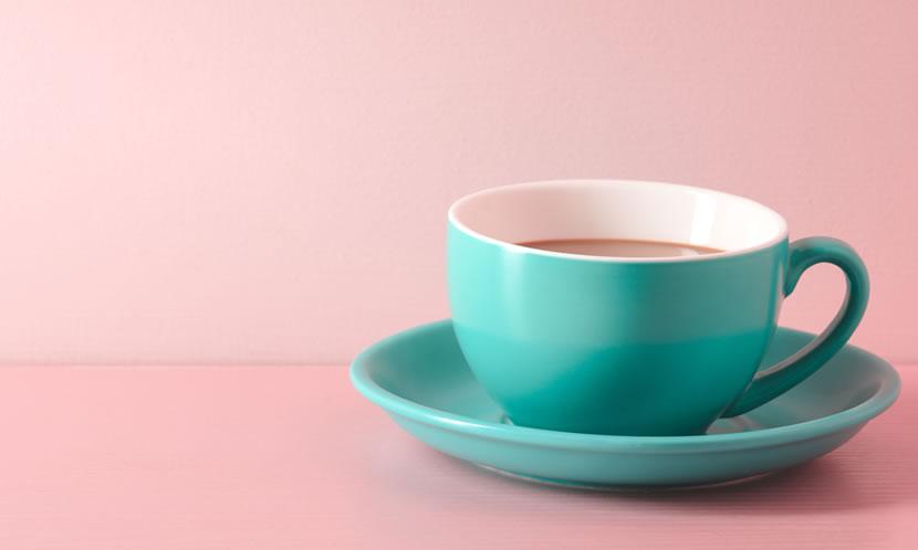 コーヒーなどのカフェインが入った飲み物には、注意が必要