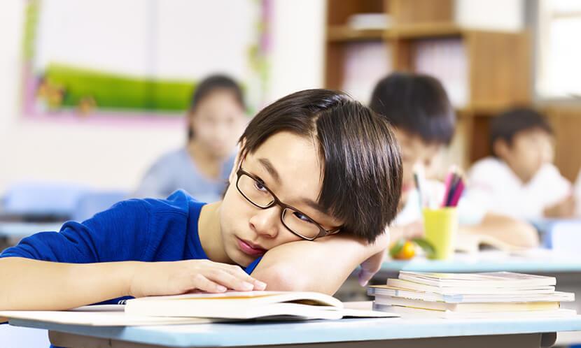 子供の睡眠不足による影響は大きい!2~3倍間違いが増え成績の低下、イライラも…